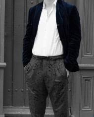 Pantalon gris et taches noires Messagerie Revolt Orléans 2