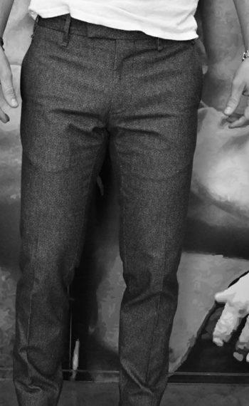 Pantalon gris motifs noirs Messagerie Revolt Orléans